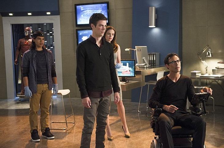 Wells (Cavanagh), Cisco (Valdes) e Caitlin (Panabaker) dão suporte a Barry (Gustin). (Foto: Divulgação/Warner)