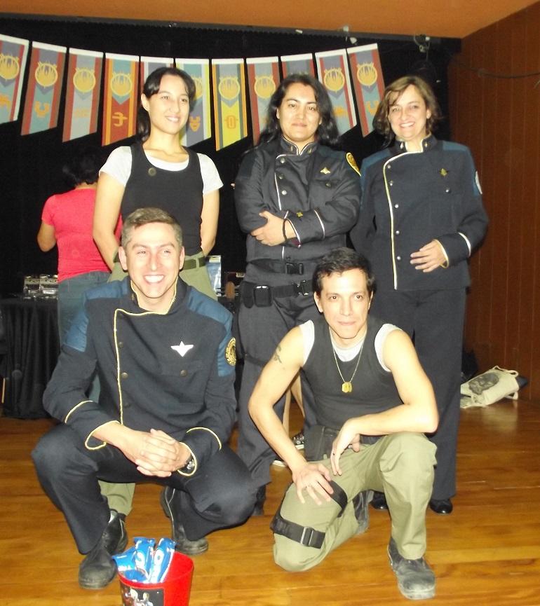 Os membros do Battlestar Galactica Brasil posam devidamente trajados. (Foto: Henrique Almeida)