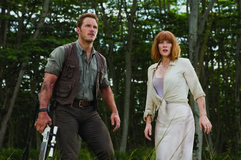 Owen (Pratt) e Claire (Dallas Howard) precisam se entender e escapar das investidas do Indominus rex. (Foto: Divulgação)