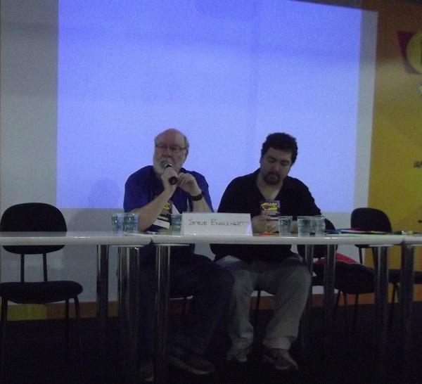 Steve Englehart e Heitor Pitombo em apresentação no último dia de Fest Comix. (Foto: Henrique Almeida)