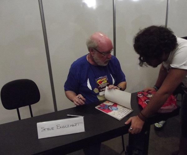 Depois da palestra, Steve Englehart participa de sessão de autógrafos. (Foto: Henrique Almeida)