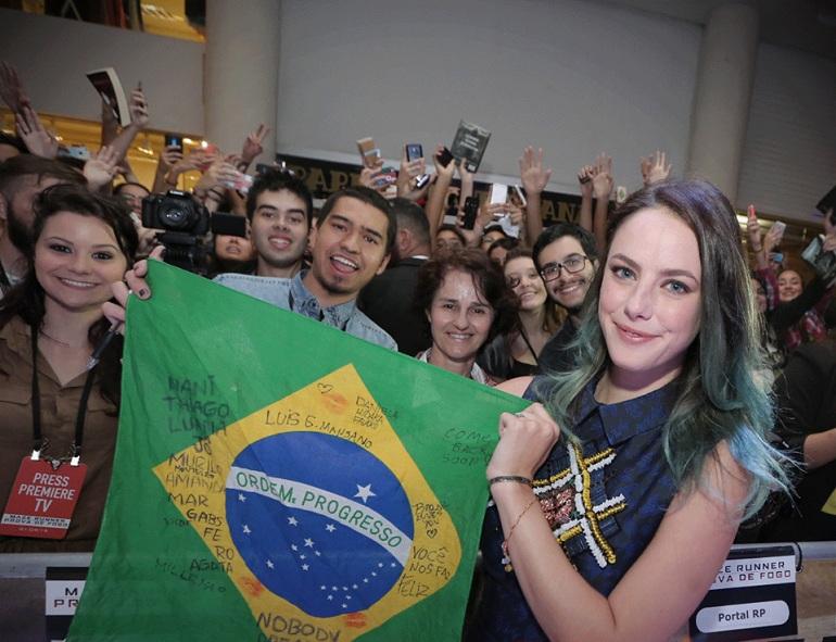 Filha de brasileira, Kaya se emocionou ao voltar ao País.