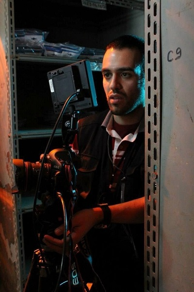 Elvis delBagno em uma das filmagens de Um conto de Batman: Na Psicose do Ventríloquo. (Foto: UOL)