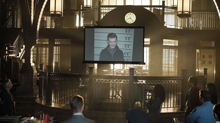 Jerome Valeska (Monaghan) se torna prioridade do Departamento de Polícia de Gotham City.