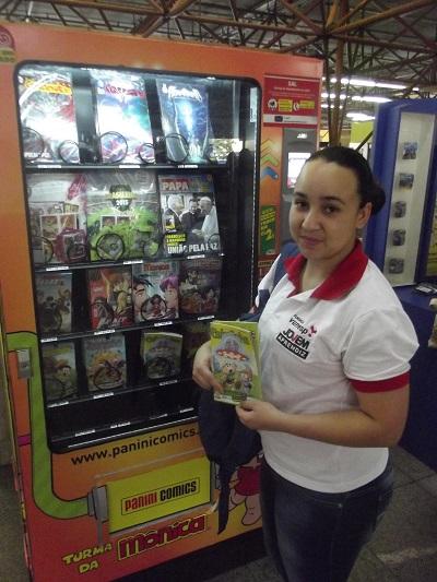 Karen Teixeira comemorou a localização do ponto de venda dos produtos Panini. (Foto: Henrique Almeida)