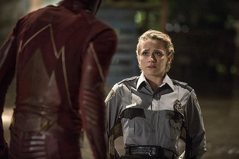 A inteligente policial Patty Spivot (Shantel VanSanten) será o interesse amoroso de Barry (Gustin).
