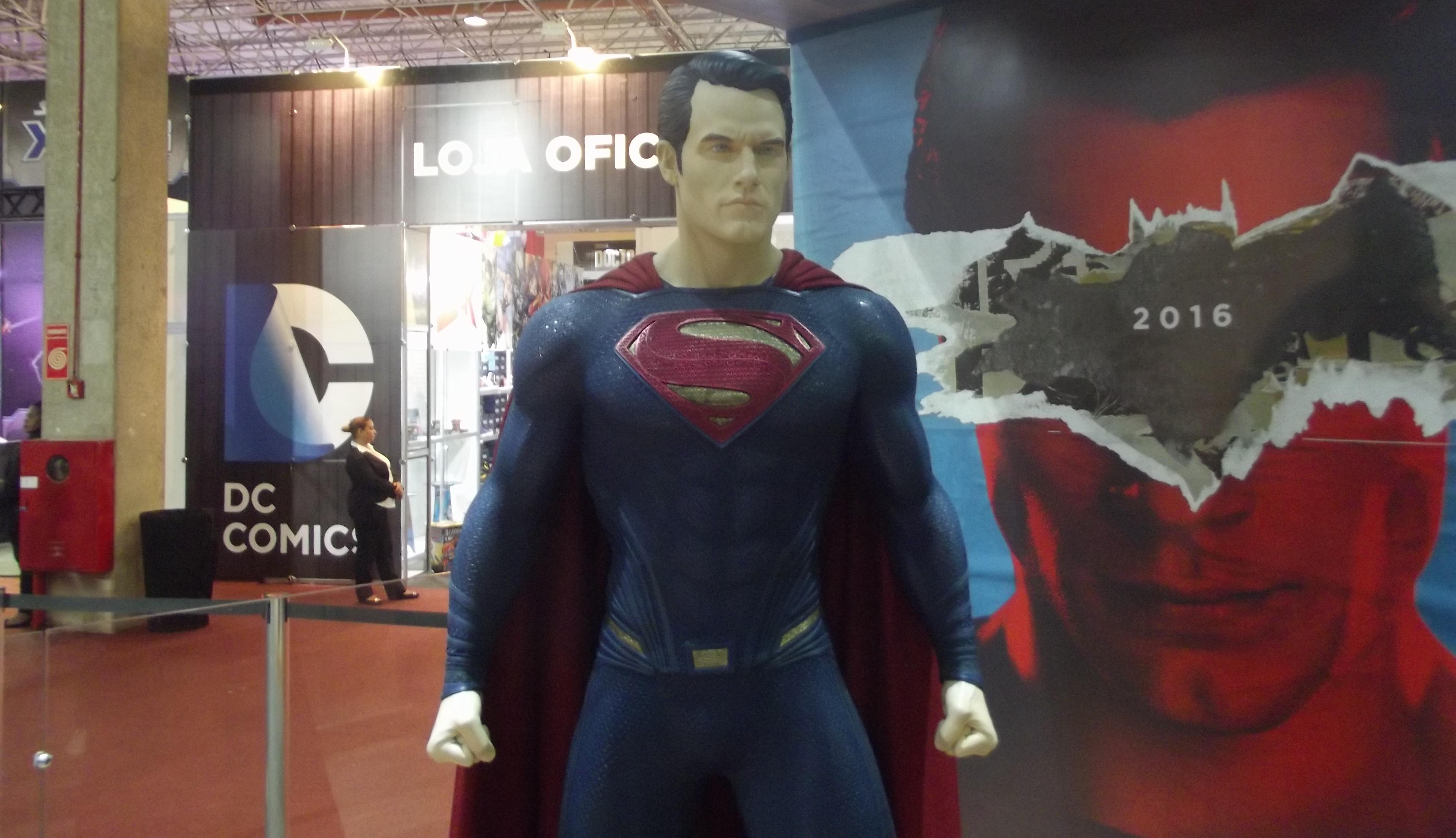 O traje reluzente do Superman irá contrastar com a fantasia surrada do Batman. (Foto: Henrique Almeida)