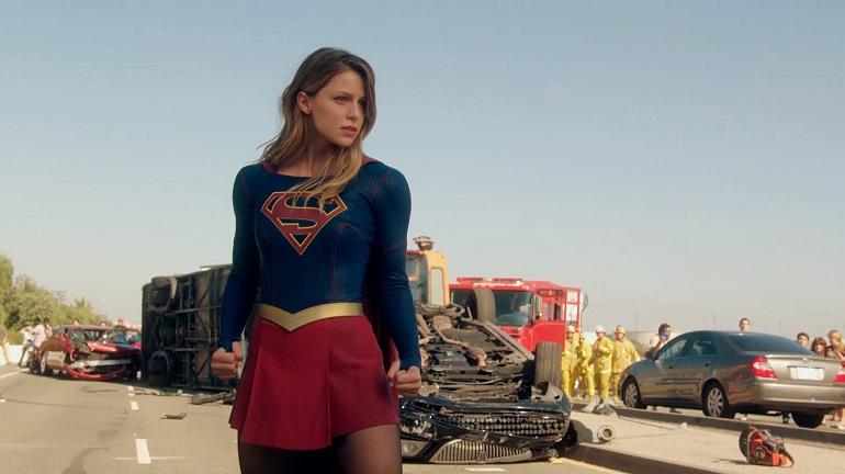 Com série própria, a Supergirl mostra que é tão poderosa quanto seu primo, o Superman!