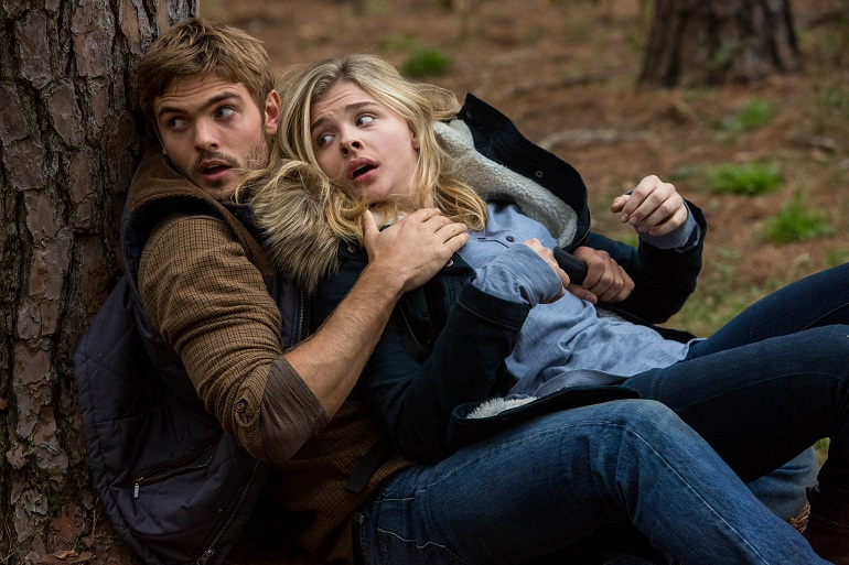 """Alex Roe, left, and Chloë Grace Moretz star in Columbia Pictures' """"The 5th Wave"""""""