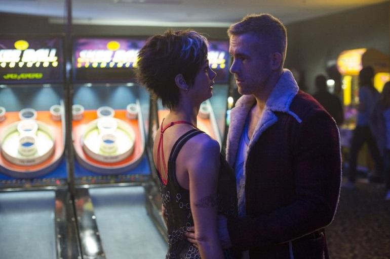 Deadpool (Ryan Reynolds) e Vanessa Carlysle (Morena Baccarin)