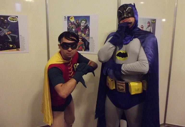 """Cosplays de """"Batman '66"""" animaram a exposição sobre a série do Homem-Morcego. (Foto: Henrique Almeida)"""