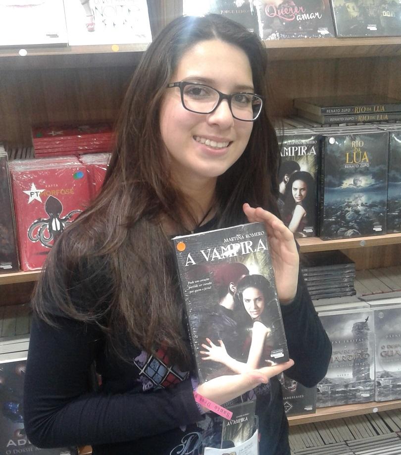 Com apenas 13 anos, Martina Romero é a autora de A Vampira. Ela esteve no estande da Novo Século para conversar com os leitores e assinar exemplares de seu livro.