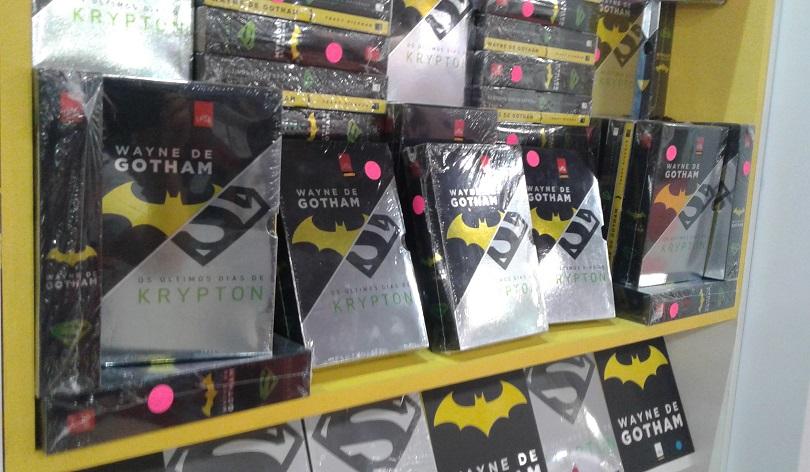 Na Leya, você não precisa escolher um lado. É possível Batman e Superman para casa.