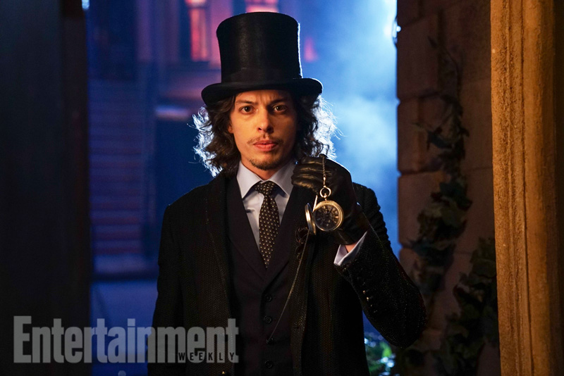 Primeira imagem de Benedict Samuel como o Chapeleiro Louco. (Foto: Entertainment Weekly)