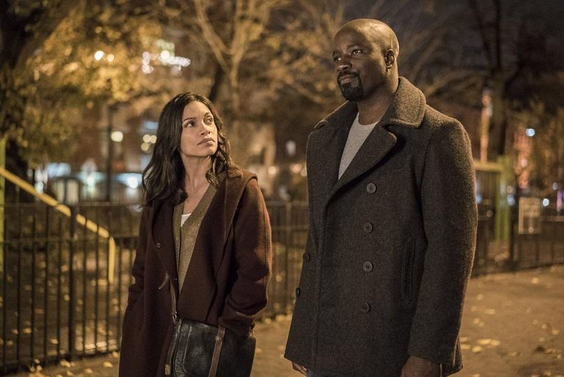 Claire Temple e Luke Cage ficam juntos na 1ª temporada da série. (Foto: Marvel/Netflix)