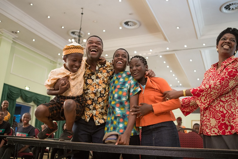 David Oyelowo is Robert Katende and Madina Nalwanga is Phiona Mutesi in in Disney's QUEEN OF KATWE, based on a true story of a young girl from the streets of rural Uganda whose world rapidly changes when she is introduced to the game of chess. Oscar (TM) winner Lupita Nyong'o also stars in the film, directed by Mira Nair.