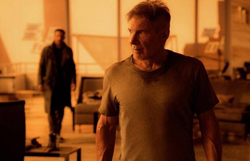 Para evitar que o caos assole o que restou da socidade, um novo caçador de androides precisa da ajuda do veterano Rick Deckard (Harrison Ford). (Foto: Sony)