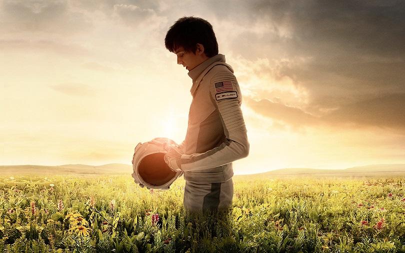 Nascido numa colônia em Marte, Gardner (Asa Butterfield) para viaja até a Terra para encontrar a amada Tulsa (Britt Robertson). (Foto: Diamond Films)