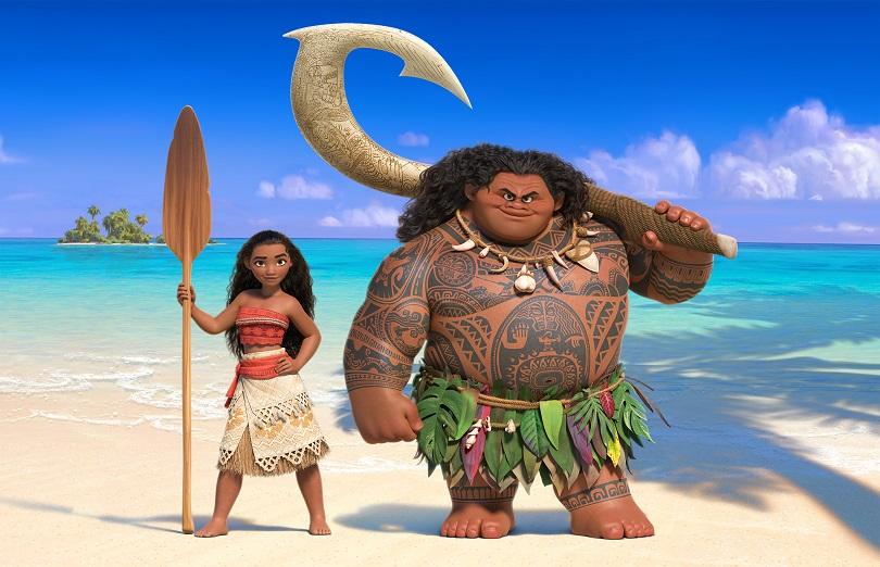 Enquanto Maui precisa de seu anzol mágico para ter poderes, Moana tem tudo que precisa em seu coração. (Foto: Disney)