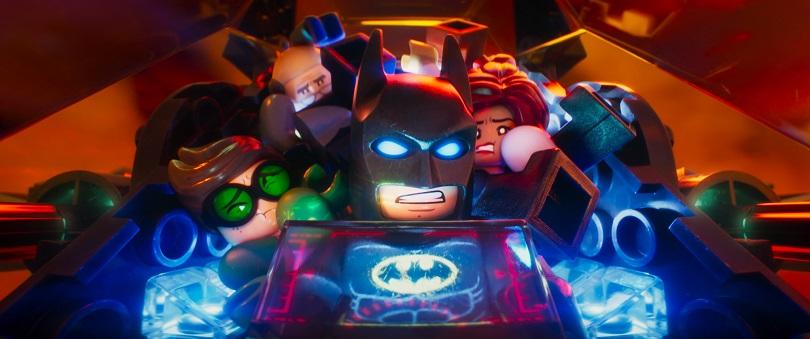 No filme, Batman reluta para aceitar que Alfred Pennyworth, Robin e Barbara Gordon são sua família. (Foto: Warner Bros. Pictures)