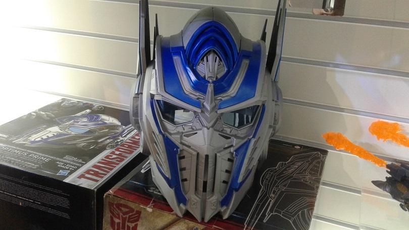 Imagina falar como Optimus Prime. Com esse capacete, isso é possível! (Foto: Henrique Almeida)