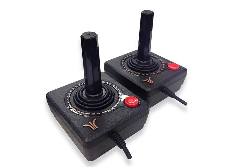 Repare nos detalhes dos joysticks do Atari Flashback 7. (Foto: Tectoy)