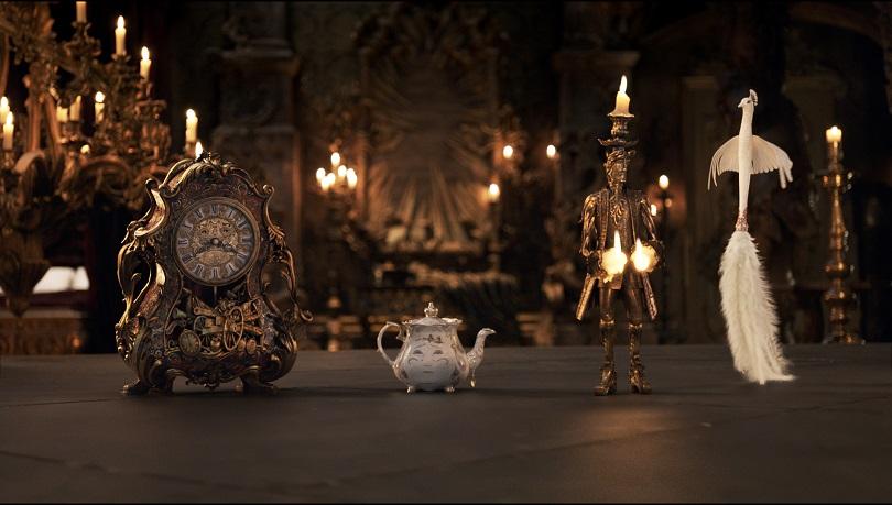 Objetos inanimados? Horloge, Madame Samovar, Lumière e Plumette são a alma do filme! (Foto: Disney)