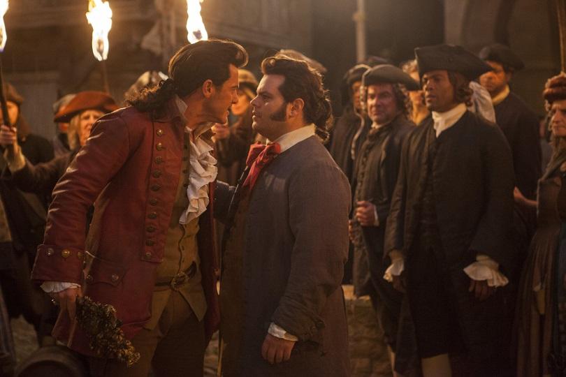 Em A Bela e a Fera, a amizade de Gaston e LeFou ganha um tom diferente. (Foto: Disney)