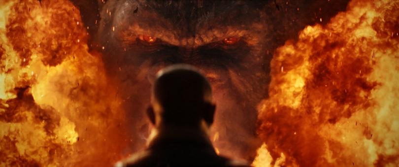 Kong: A Ilha da Caveira causa impacto com suas cenas de explosões e lutas viscerais. (Foto: Warner)
