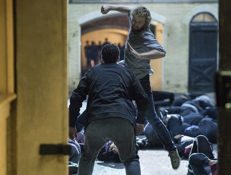 Punho de Ferro é o guerreiro escolhido para guardar os portões da cidade mística de K'un-Lun. (Foto: Netflix)