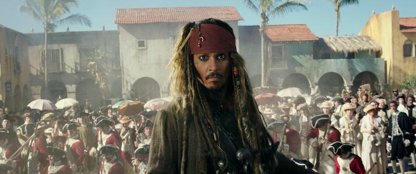 Sem o Pérola Negra, Jack Sparrow vê sua reputação naufragar com o navio Gaivota Morta. (Foto: Disney)