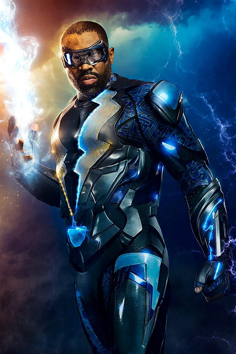 O uniforme de Black Lightning foi projetado por Laura Jean Shannon, designer creditada em Scott Pilgrim Contra o Mundo, Blade: Trinity e Homem de Ferro. (Foto: DC Comics)
