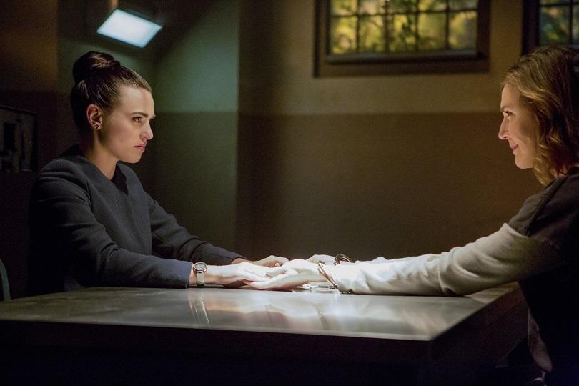 Líder da L-Corp, Lena dá a impressão de que trairá Supergirl a qualquer momento devido ao legado da família Luthor. (Foto: The CW)