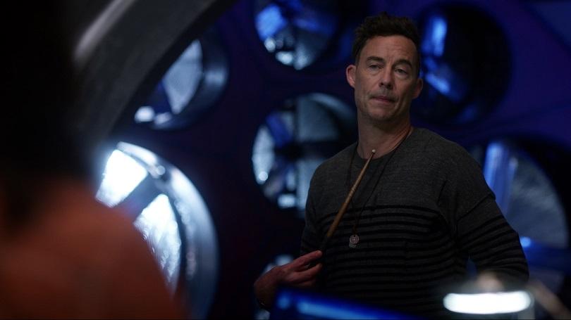 Carismático e nada gênio, H. R. é um dos destaque da temporada e prova que o ator Tom Cavanagh é essencial para a série. (Foto: The CW)