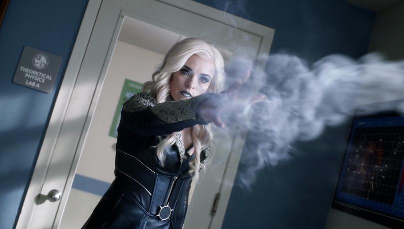 Depois de Flashpoint, Caitlin Snow começa a se transformar na vilã Nevasca. (Foto: The CW)