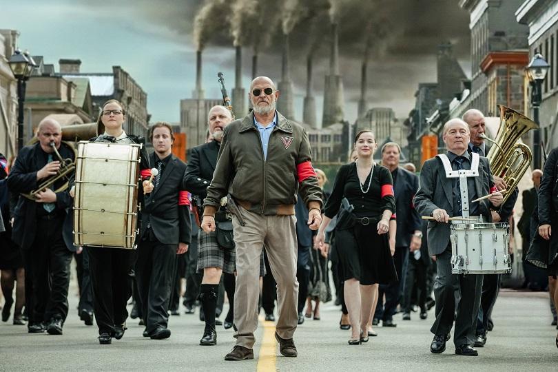 A necessidade da sociedade em se armar é o clamor que o deus Vulcan (Corbin Bernsen, de Psych) precisa para reinar. (Foto: Amazon)